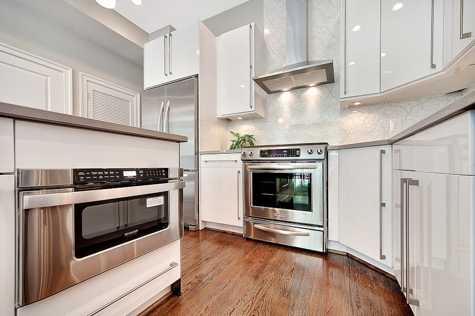 White glossy kitchen cabinets sleek modern who needs for Choice kitchen cabinets