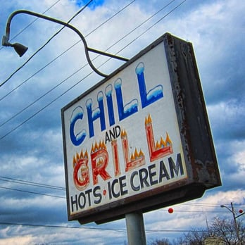 Chill & Grill the - Even on an overcast April day, the sign for the Chill & Grill stands out! - Palmyra, NY, Vereinigte Staaten