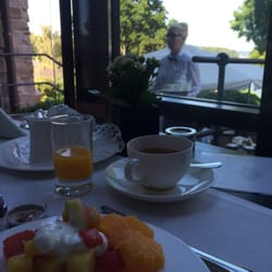 Friskskåret frugt i morgenmadsbuffetten,…