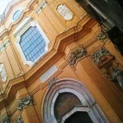La facciata della Basilica.