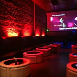 Risque Lounge - San Francisco, CA, États-Unis. Extra Comfy Seats w/lovely decor in this Lounge that also has Karaoke!