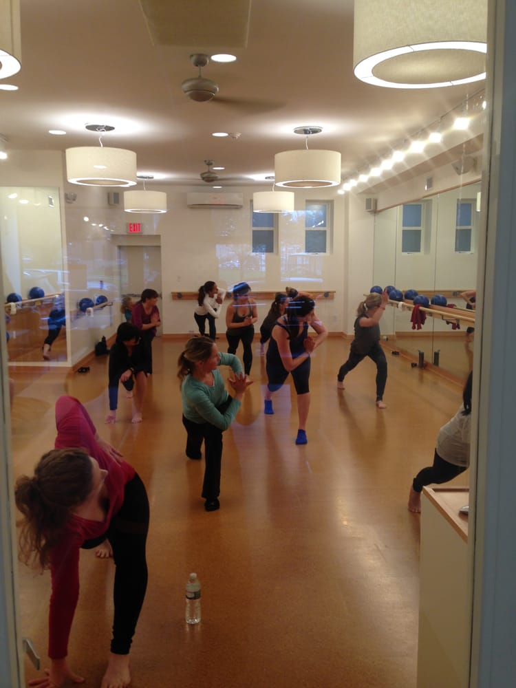 Barre3 clases de gimnasia en barra 996 great plain ave for Clases de gimnasia
