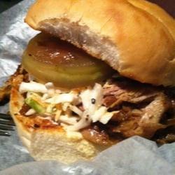 Charleston Beer Works - Brew-b-q sandwich - Charleston, SC, Vereinigte Staaten