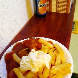 Currywurst mit Pommes und Mayo |…