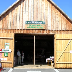 Jede Menge Mohnprodukte im Bauernladen,…