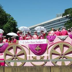 COLOGNE PRIDE Rosa Funken Paradewagen