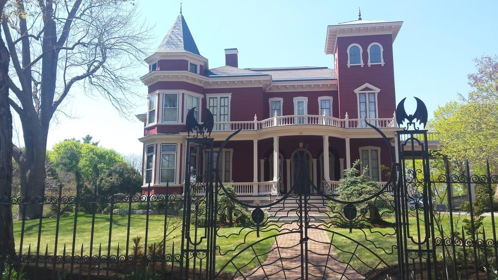Stephen king s house bangor me yelp for King s fish house