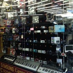 World of Stereo 2 - San Francisco, CA, États-Unis. Headphones and cameras