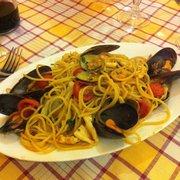 spaghetti frutti di mare. yamyam