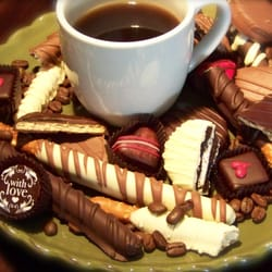 Sweettrio - Grafton, WI, États-Unis. Alterra Coffee (next door) and Sweettrio's dipped treats = the best delicious combo!