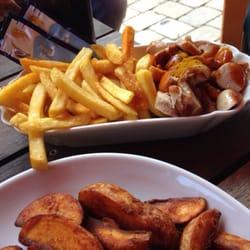 Pommes Schranke und Kartoffelspalten
