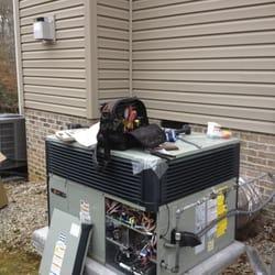 Maximum Air - Newport News, VA, États-Unis. Service and inspection of high efficiency HVAC unit
