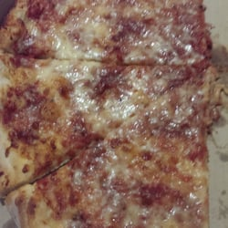John's Pizza - It's like eating in the North End best Pizza around !!! - Chelsea, MA, Vereinigte Staaten