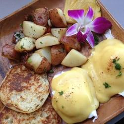 Barefoot Beach Cafe - Eggs Benedict (under $11) - Honolulu, HI, Vereinigte Staaten