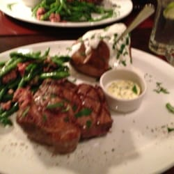 Rump steak with green beans and baked…