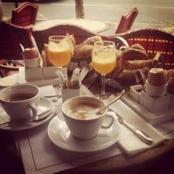Frukost utanför hotellet