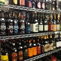 Downtown Wines & Spirits - Somerville, MA, États-Unis. Best cider selection in town!