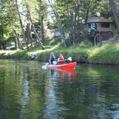 Trinity River Adventure Cabins - Lewiston, CA, États-Unis. Kayaking on the river in front of Heidi and Steph's place