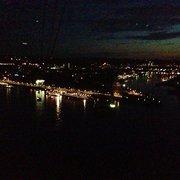 Seilbahnfahrt bei Nacht