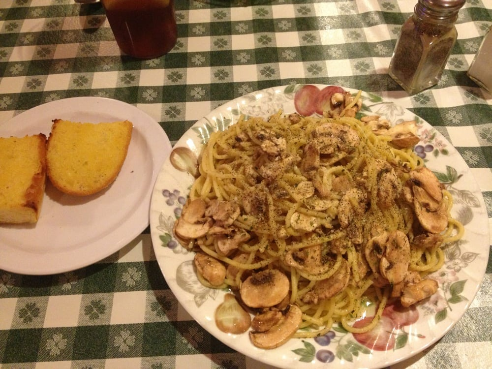 Spaghetti with garlic mushrooms and olive oil. Side of garlic bread ...