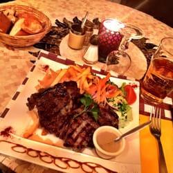 L'Entrepot's - Paris, France. Très délicieux entrecôte et frites pour le dîner.