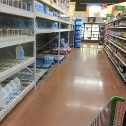 Walmart Neighborhood Market - Henderson, NV, États-Unis. Water drought?! This is the beverage aisle.