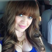 Blossom Salon & Boutique - Tina did such a great job! Was so nervous to go for the bangs, but so glad I did! - Mesa, AZ, Vereinigte Staaten
