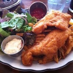 Elk Creek Cafe + Aleworks - Walleye fish and chips - Millheim, PA, Vereinigte Staaten