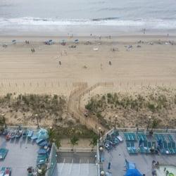 Hilton Suites Ocean City Oceanfront - Balcony view of pools & beach - Ocean City, MD, Vereinigte Staaten