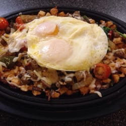 Denny's - Ultimate skillet! Super yummy but kinda greasy. - Ruidoso Downs, NM, Vereinigte Staaten