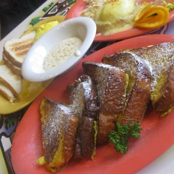 Boots & Kimo's Homestyle Kitchen - Eggs Benedict, Omelette, & French Toast with Mac-Nut Sauce! - Kailua, HI, Vereinigte Staaten