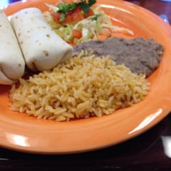 Fiesta's Mexican Grill - Chino, CA, États-Unis. Kids bean and cheese burrito plate