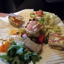 Grilled haloumi, mixed veg and flatbreads - servid with gorgeous morrocan mint tea
