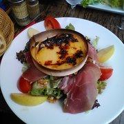 Café Roussillon - Paris, France. salade au Mont d'or