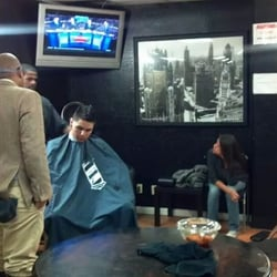 Jimmy Sanchez, Barber - The young barber getting advice from the master barber. - Oakland, CA, Vereinigte Staaten