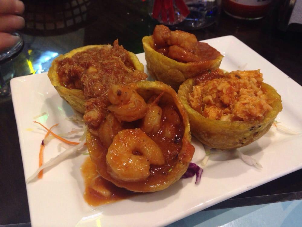 Tostones rellenos de camarones cangrejo y langosta for One fish two fish restaurant