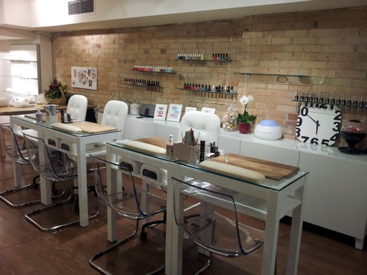 Get gelled manicure bar nail salons toronto on yelp for Bar salon design
