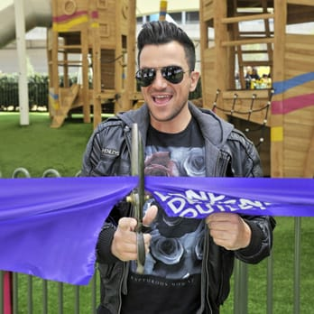 Peter Andre Opens New Playpark!