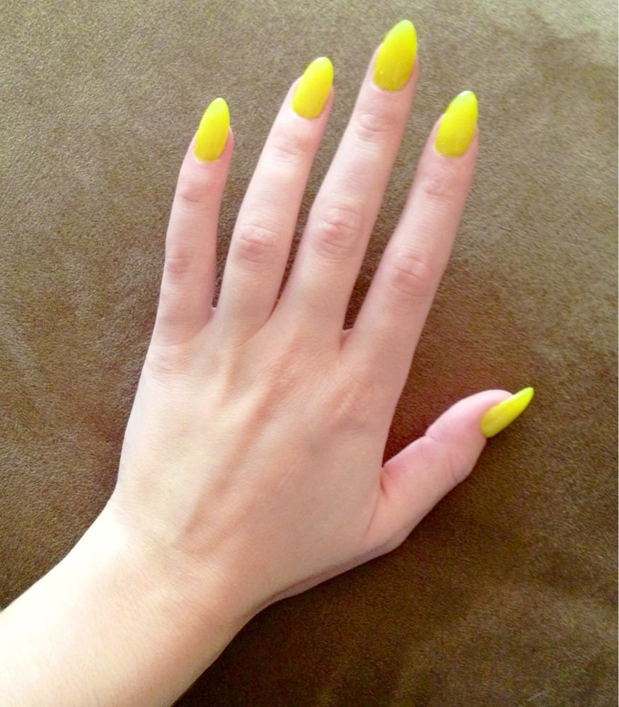 Mobile Nail Spa Los Angeles: Acrylic Claws With Chartreuse Gel Polish.