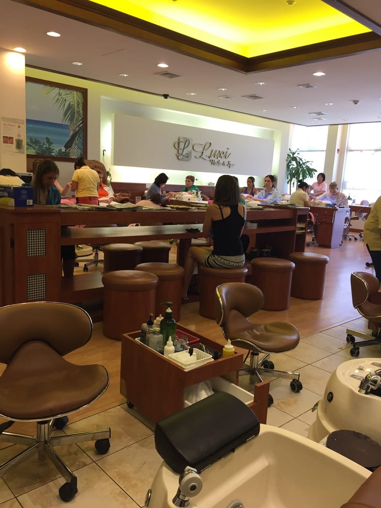 Luxi nail spa ii day spas 456 elizabeth ave for Aaina beauty salon somerset nj