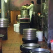 Yong Kee Rice Noodle Company - Very small kitchen where the buns are made - San Francisco, CA, Vereinigte Staaten