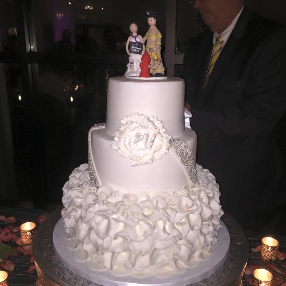 wedding cake by melissa at alessi 39 s bakery yelp. Black Bedroom Furniture Sets. Home Design Ideas
