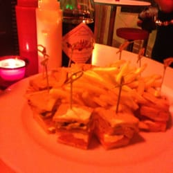 Le Crystal - Marseille, France. Club au saumon. Beaujolais nouveau