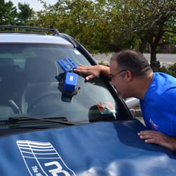 Novus Glass - New Providence, NJ, États-Unis. All Novus technicians are certified after going through 3 weeks of training in the patented Novus Windshield Repair Process.