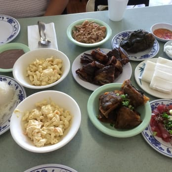 Traditional hawaiian food family style for Authentic hawaiian cuisine