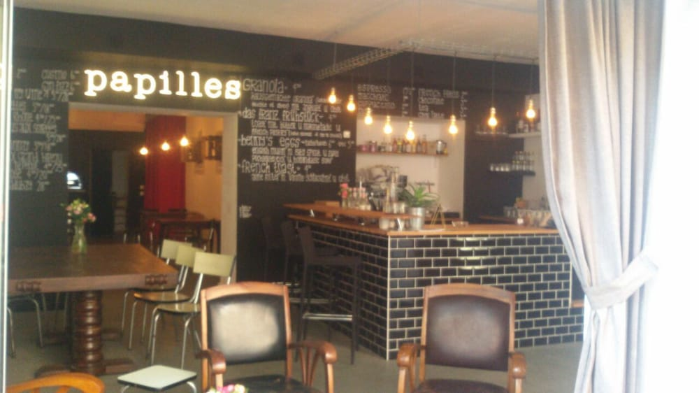 Les papilles cafes neuk lln berlin germany for Live food bar yelp