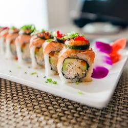 Sushiholics een yelp overzicht van roy c for Asian cuisine 08052