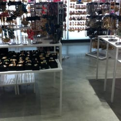 Murfreesboro's Treasures Clothing Deals in Murfreesboro