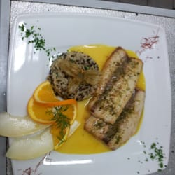 Mahi-Mahi-Filet an Mango-Estragon-Sauce dazu Wildreis