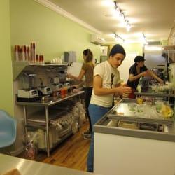XOOM - New York, NY, États-Unis. The interior kitchen of  Xoom.